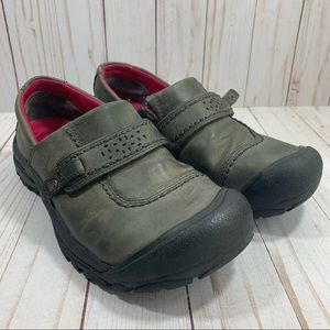 Keen Womens Slip On Leather Flats Size 7 Wide